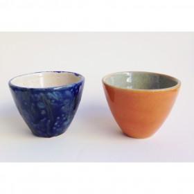 Dupla de copo de chá laranja e azul