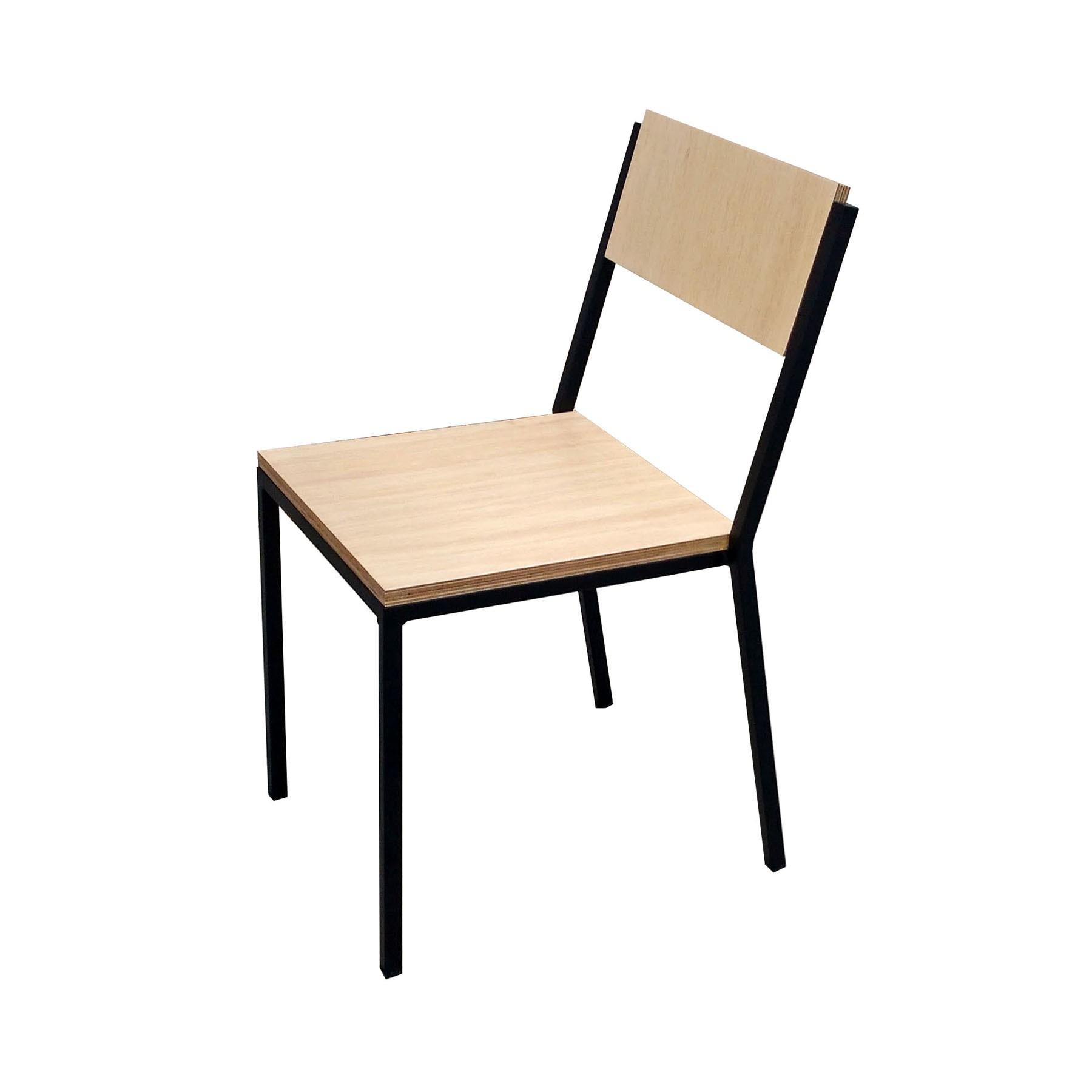 Cadeira Empilhável em Aço e Madeira Hertz