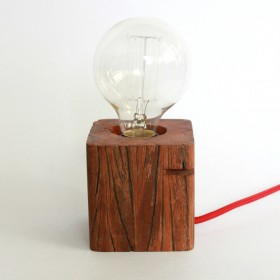 Luminária de Mesa em Madeira Reaproveitada Lei