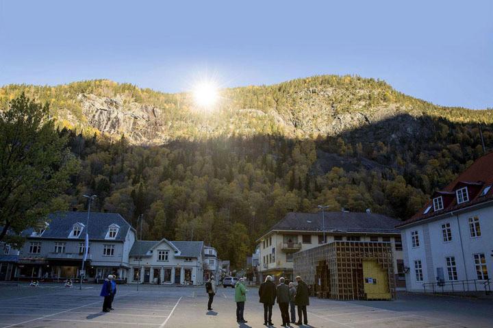 Espelhos levam luz solar à Noruega