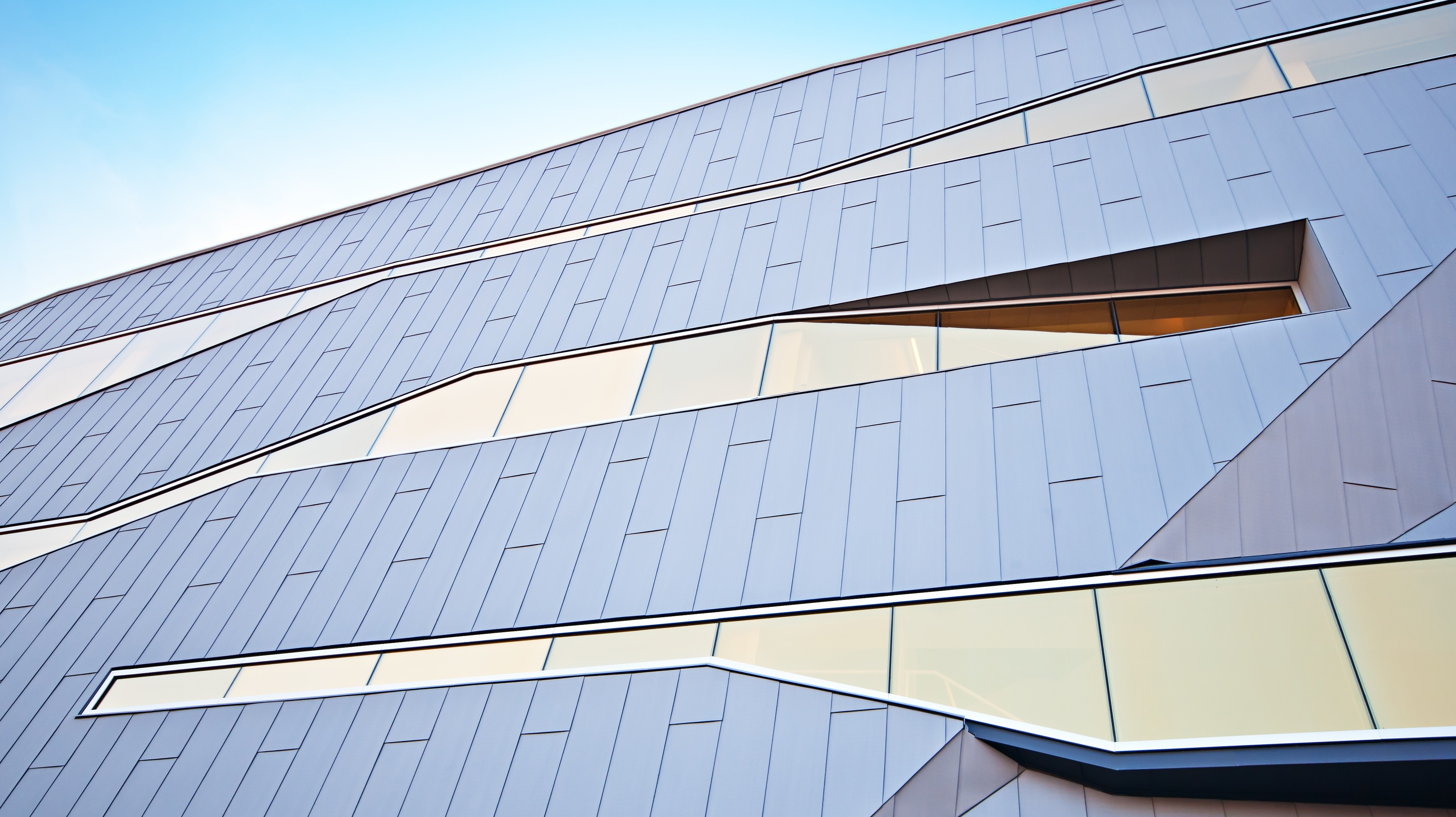 Entenda a diferença entre o vidro cristal, temperado e laminado