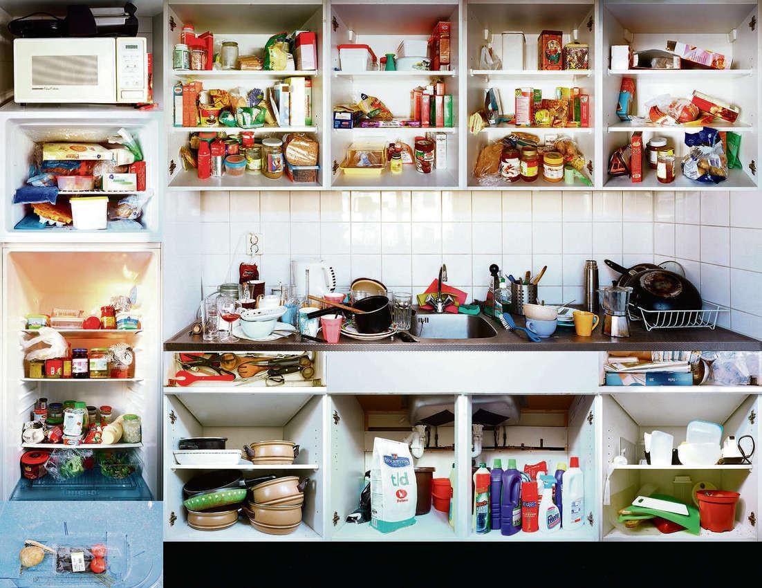 Como organizar a cozinha descubra for Organizar armarios cocina