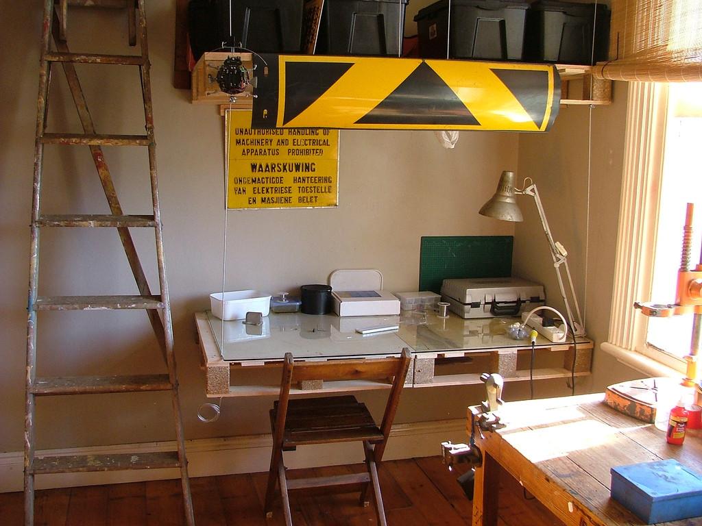 Como iluminar seu escrit rio 5 dicas indispens veis for Como reciclar un escritorio de madera