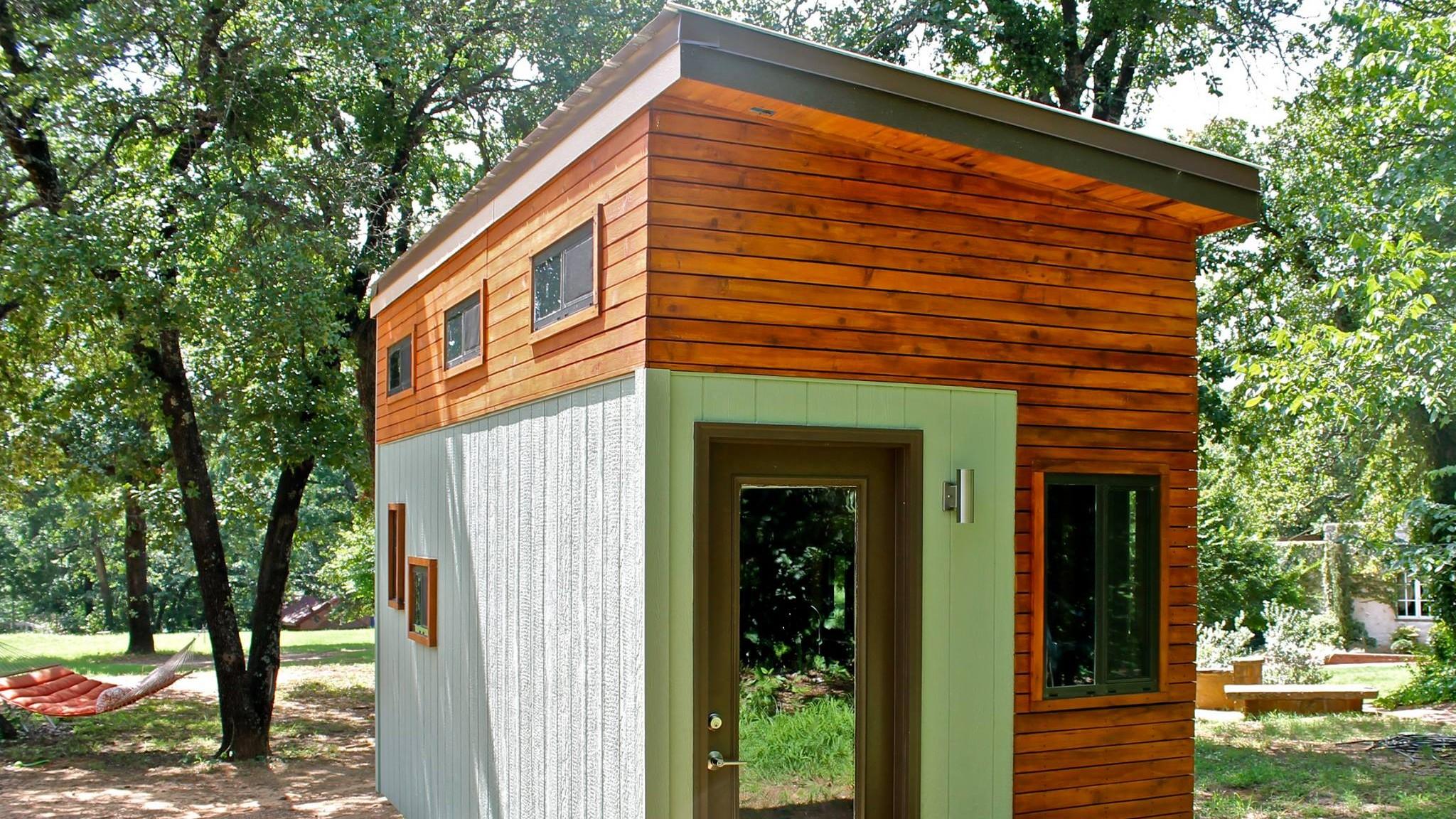 Estudante constrói sua própria casa móvel para evitar dívidas durante a faculdade