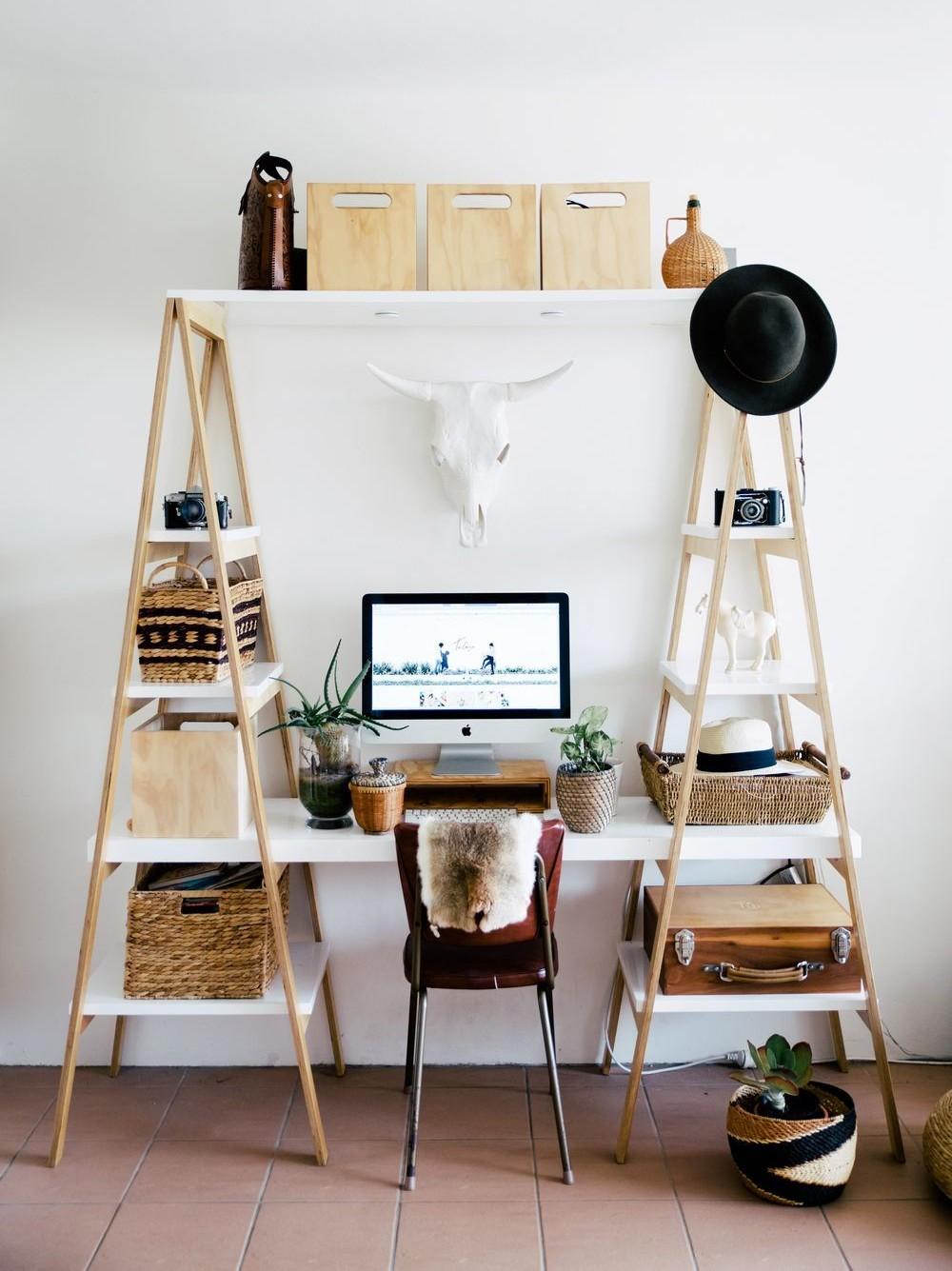 Guia de decoração com cavaletes de madeira