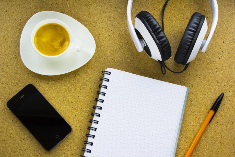 Fone de ouvido para estudar ouvindo música