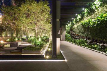 Fitas LED multitemperatura de cor foram usadas para iluminar este jardim | Projeto de Alex Hanzaki | Foto: Yuri Serodio