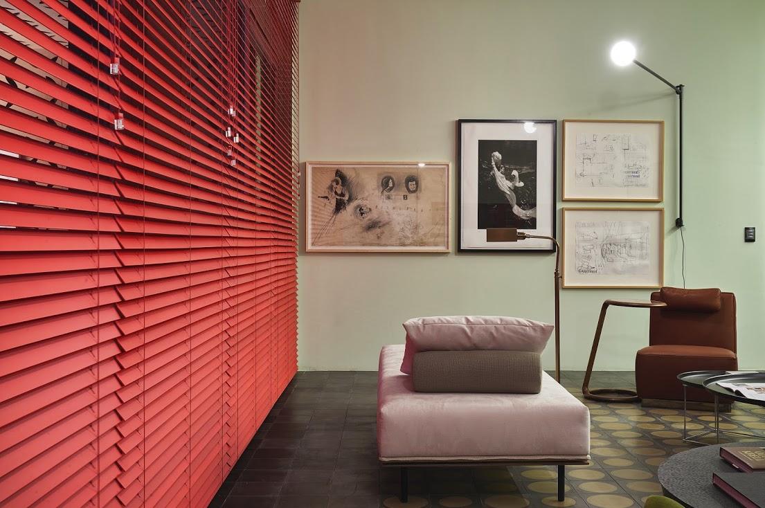Projeto: Pedro Lázaro | Persiana vermelha em madeira laqueada: Criativa Persianas