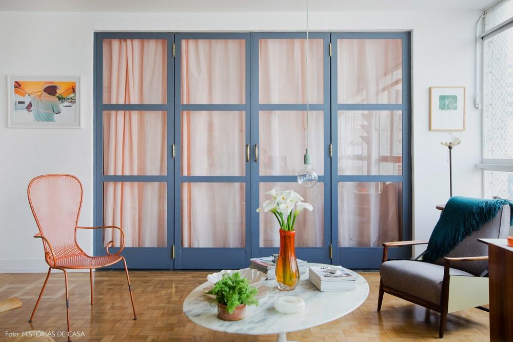 _hometeka-decoracao-portas-pintadas-cinza-cortina-rosa-vidro (1)