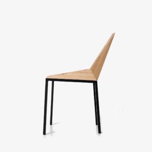 Aqui, o material dá forma ao assento da cadeira Kepler da Mezas.