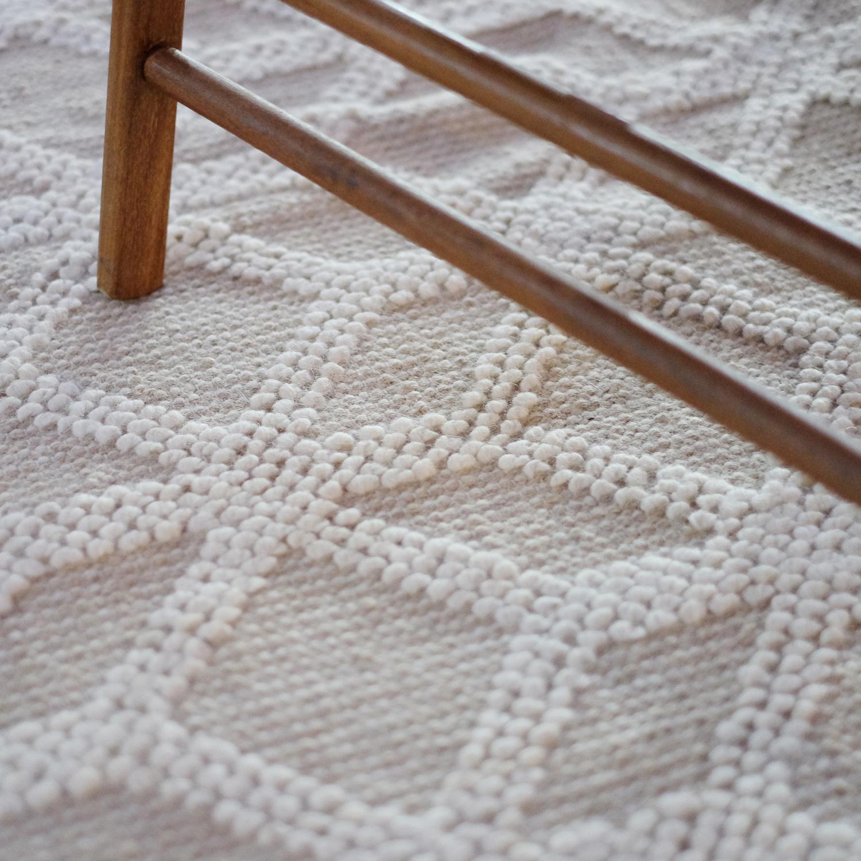 e este o modelo Kilim Geo um tapete geométrico para sala de estar mais elegante e com um toque natural.